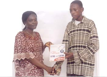The September 2004 book winner Okewale Rasheed receiving the HTML and XHTML book he won during the Seminar from Ayo Adeniyi of Jidaw.com